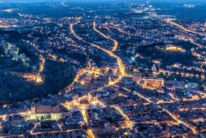 布拉索夫,特兰西瓦尼亚,罗马尼亚-秋天, 2014年:城市的看法日落的从坦帕山 免版税库存图片