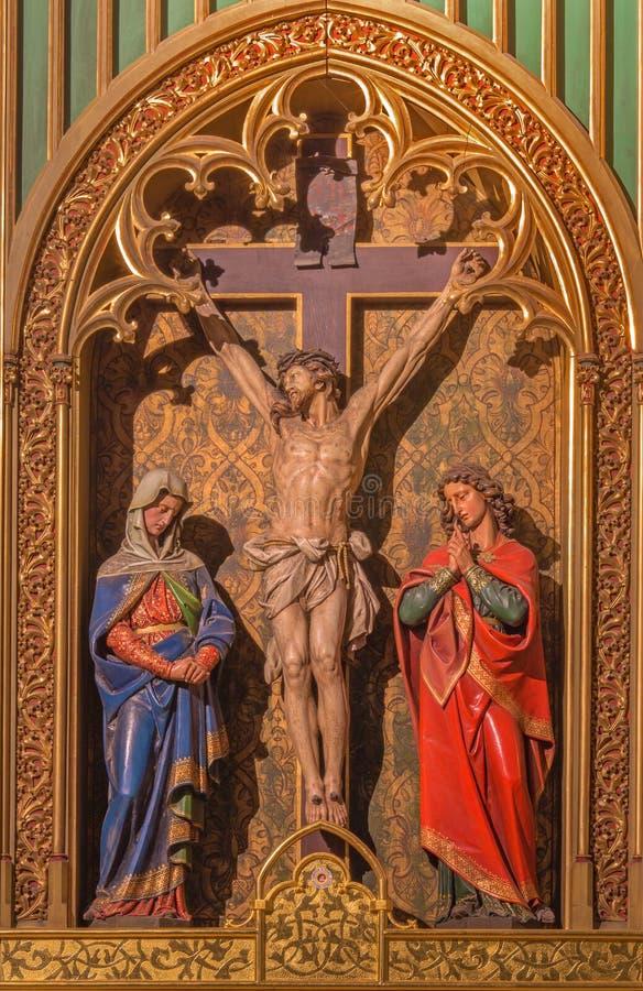 布拉索夫-在十字架上钉死场面。被雕刻的雕塑在圣马丁大教堂里。 库存图片