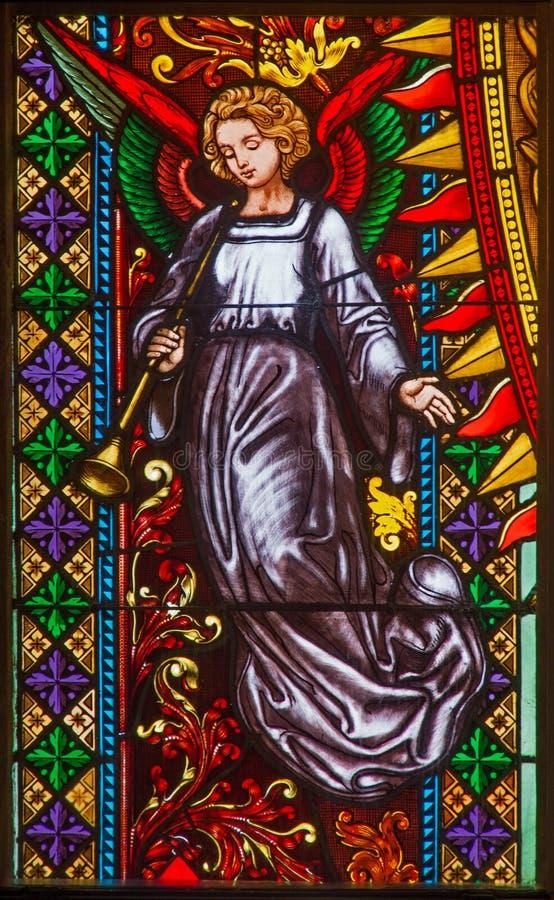 布拉索夫-从窗玻璃的天使在西部st. Matins大教堂门户从19。分的。 库存图片