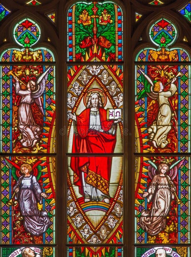 布拉索夫-耶稣从窗玻璃的Pantokrator在西部st. Matins大教堂门户从19。分的。 免版税库存照片