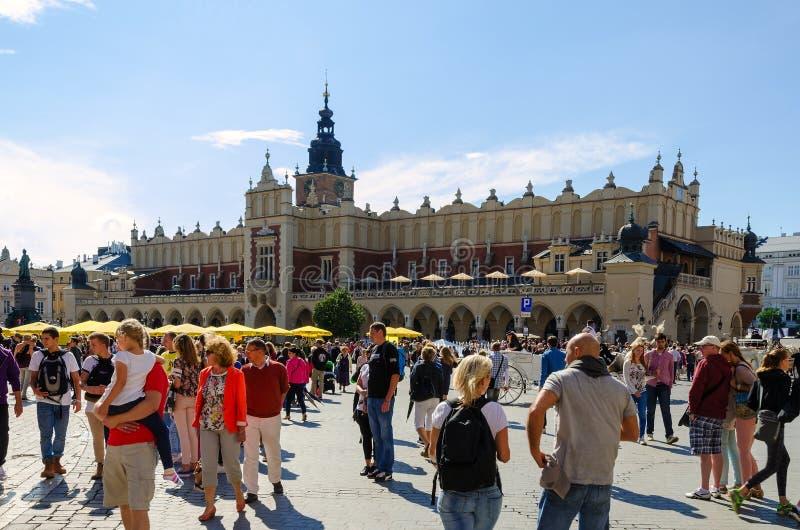 布料霍尔(Sukiennice)在克拉科夫,波兰 免版税库存照片