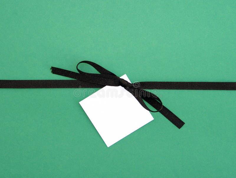 布朗与空白短信卡标签的丝带弓 图库摄影