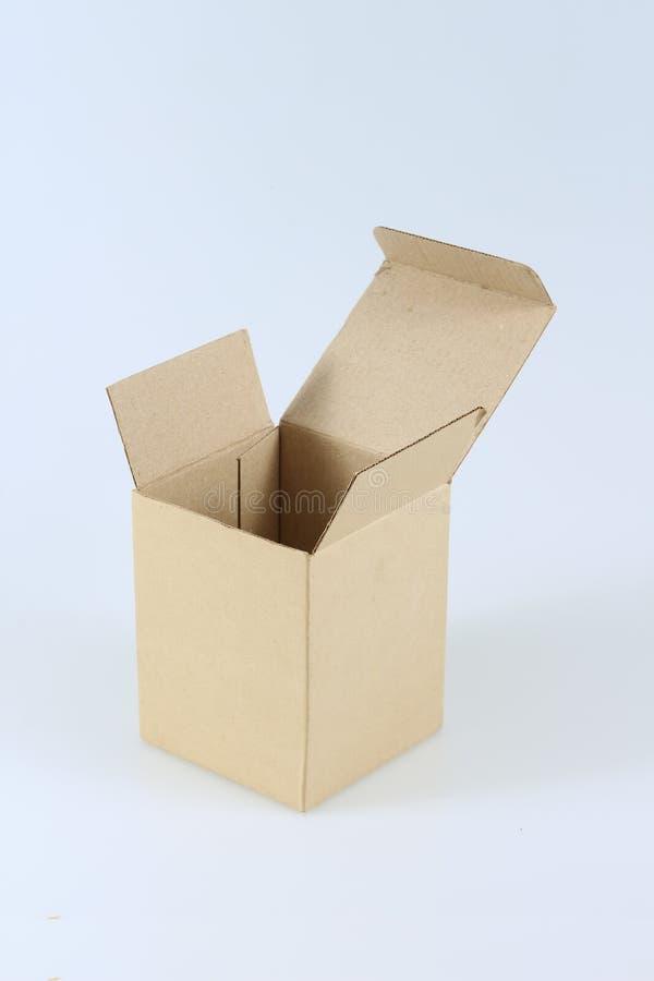 布朗在白色背景的纸板箱 图库摄影
