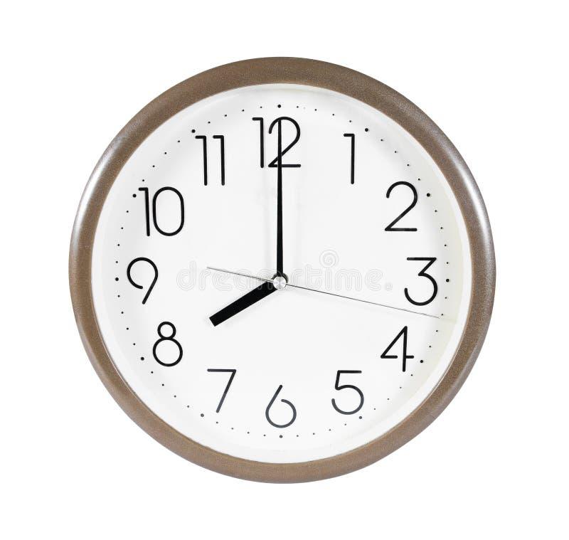 布朗在白色背景隔绝的壁钟 在8点被隔绝的壁钟 被隔绝的壁钟 免版税图库摄影