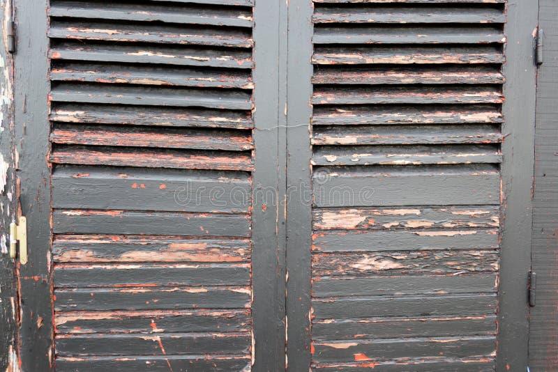 布朗灰色对葡萄酒背景的使用的木快门 图库摄影