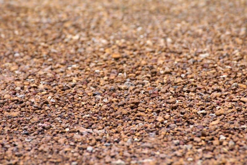 布朗石沙粒scree,背景的,地板表面岩石材料scree纹理,棕色石渣石头石地板沙粒scree 免版税库存照片