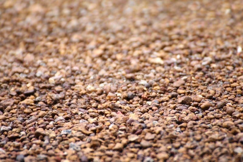 布朗石沙粒scree,背景的,地板表面岩石材料scree纹理,棕色石渣石头石地板沙粒scree 免版税库存图片