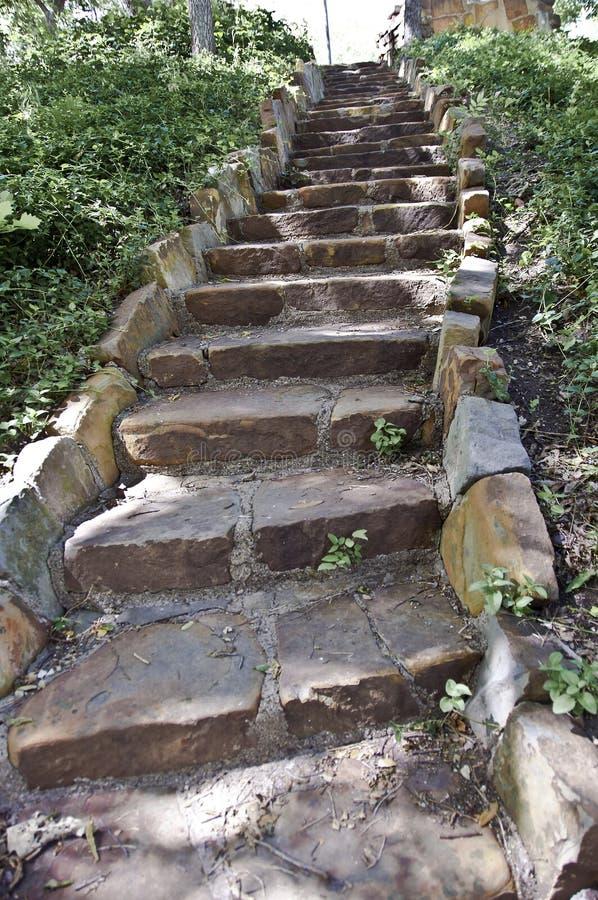 布朗石头岩石楼梯 免版税库存图片