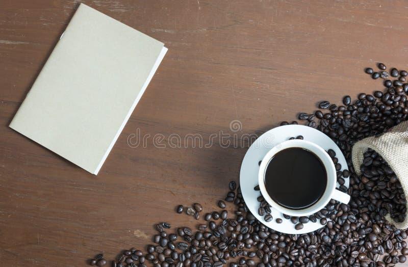 布朗笔记本和咖啡 免版税库存图片