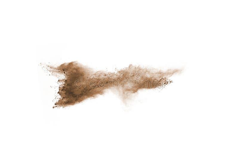 布朗颜色在白色背景的粉末爆炸 库存图片