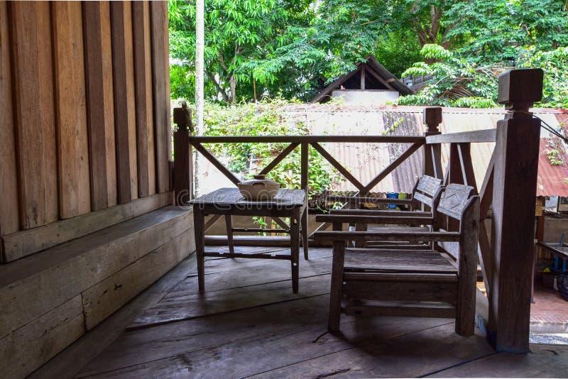 布置的木桌,木装饰,葡萄酒样式 免版税图库摄影