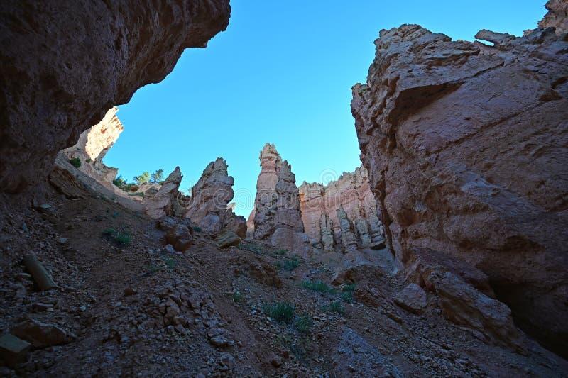 布赖斯峡谷的耸立的不祥之物岩层 免版税库存图片