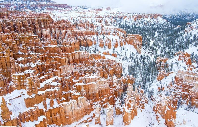Download 布赖斯峡谷 库存图片. 图片 包括有 beauvoir, 沙漠, 峡谷, 石头, 全景, 本质, 风景, 自然 - 30328039