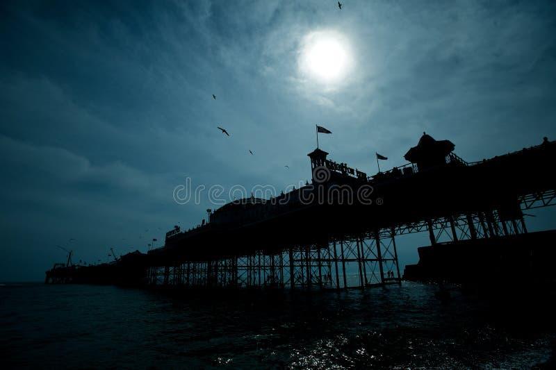 布赖顿晚上码头 免版税库存照片