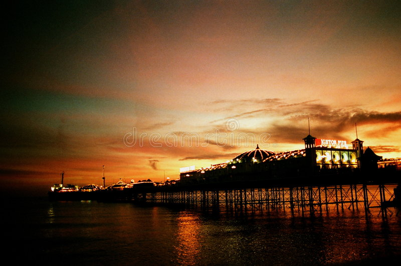 布赖顿码头日落 免版税库存图片
