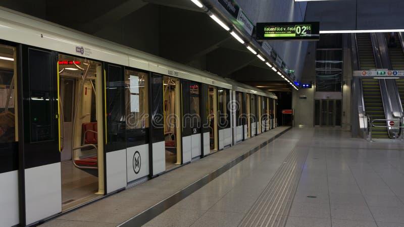 布达佩斯匈牙利03 15 2019年:从新的地铁线4的凯莱蒂palyaudvar驻地在布达佩斯,匈牙利 免版税库存照片