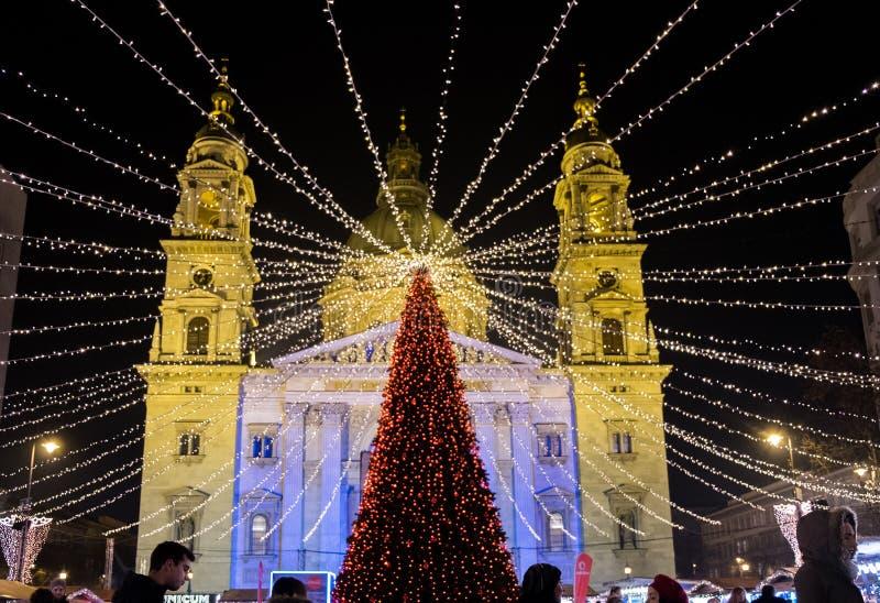 布达佩斯在圣斯德望大教堂正方形的圣诞节市场 库存图片