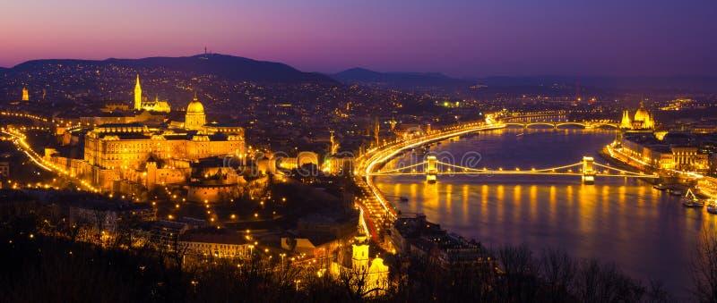 布达佩斯城堡在晚上,匈牙利,欧洲 库存照片