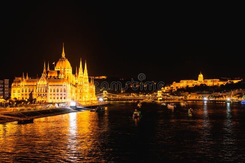 布达佩斯晚上议会 免版税库存照片