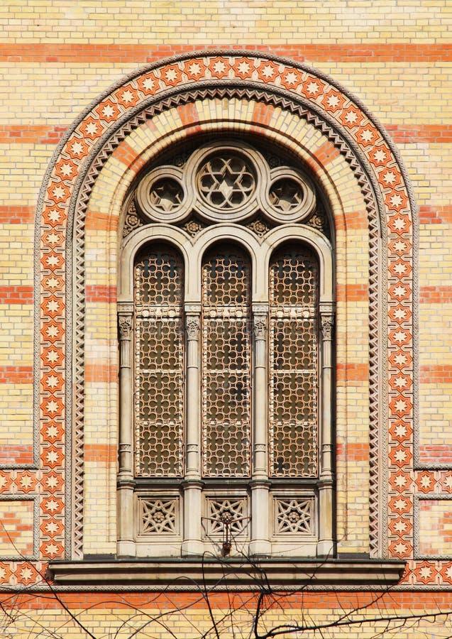 布达佩斯极大的犹太教堂视窗 免版税图库摄影