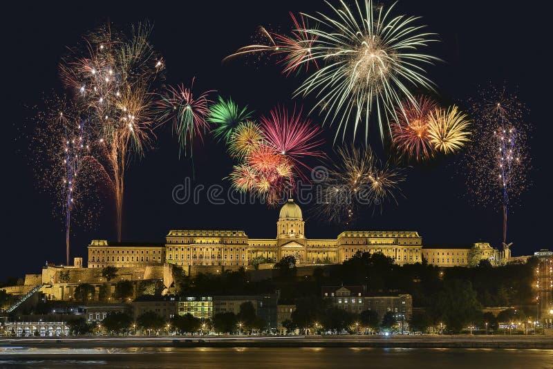 布达佩斯烟花显示-匈牙利 图库摄影