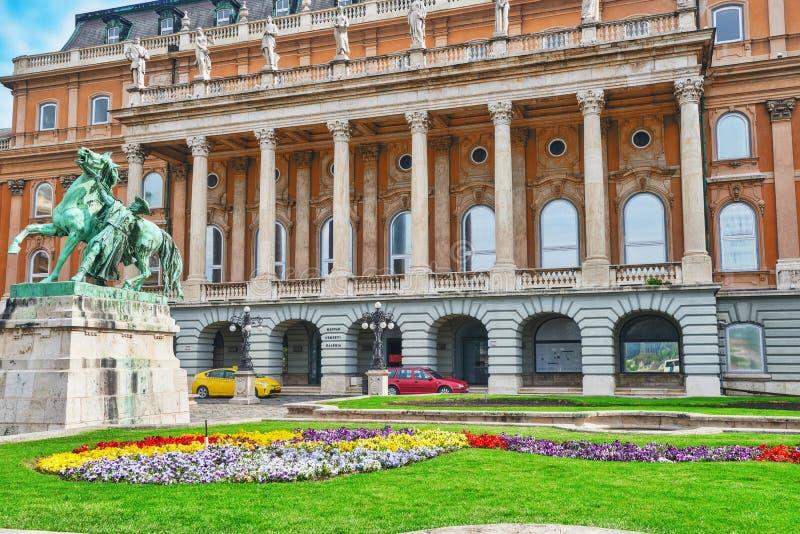 布达佩斯皇家城堡-王宫的庭院在布达佩斯 免版税库存照片