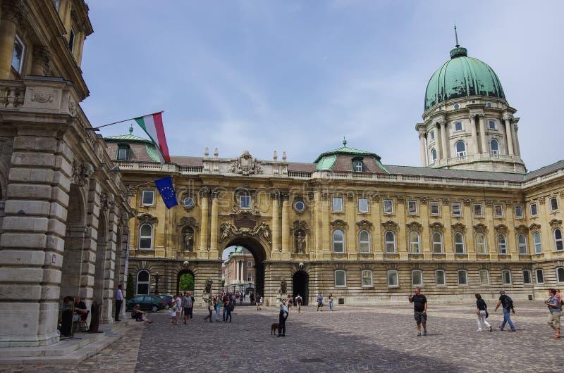 布达佩斯皇家城堡-王宫的庭院在布达佩斯 免版税图库摄影