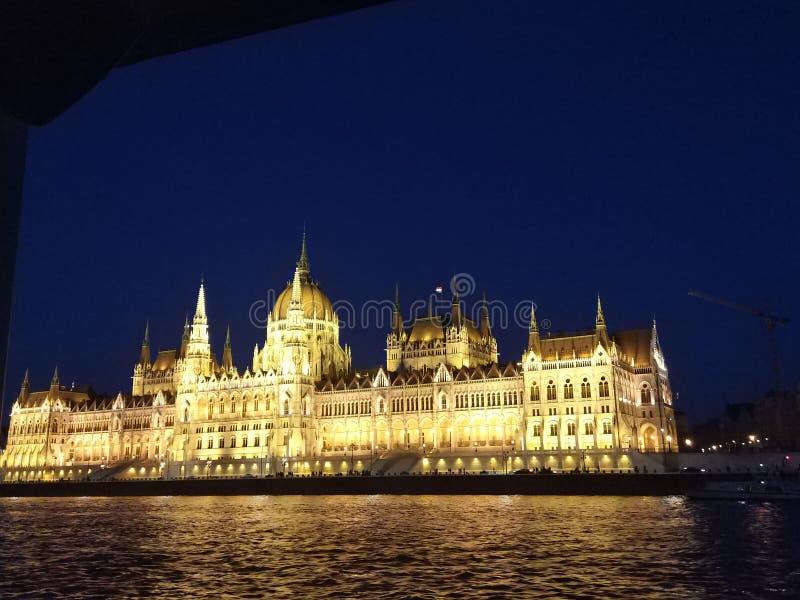 布达佩斯议会在晚上 免版税库存照片