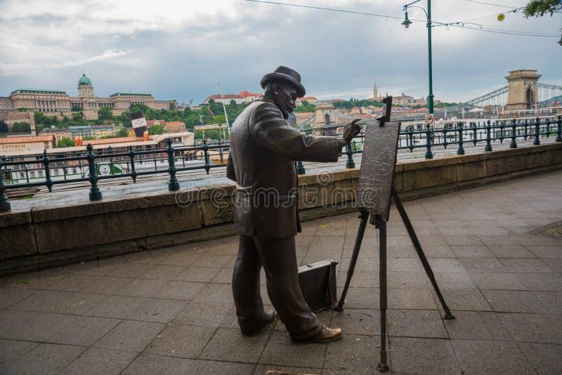 布达佩斯,匈牙利:匈牙利画家Ignac Roskovics的古铜色雕象,创造由乌克兰米海洛科沃德科,位于 免版税库存照片