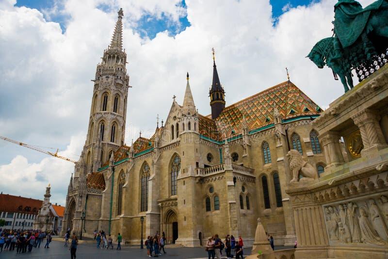 布达佩斯,匈牙利:马加什教堂是位于布达佩斯的天主教堂,在渔人堡前面  免版税库存照片