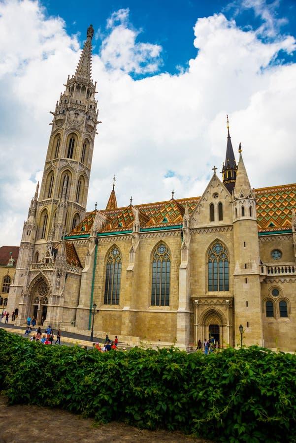 布达佩斯,匈牙利:马加什教堂是位于布达佩斯的天主教堂,在渔人堡前面  免版税图库摄影
