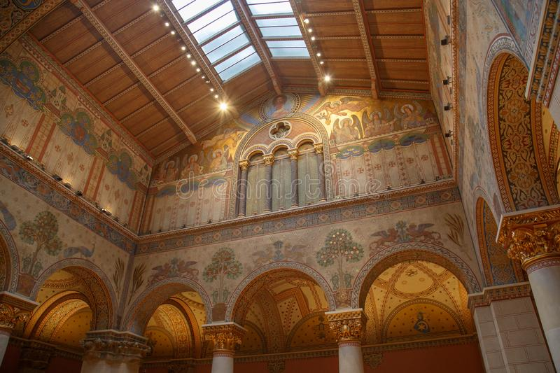 布达佩斯,匈牙利- 2018年3月27日:布达佩斯美术美术馆的被再磨光的罗马尼亚大厅 免版税库存照片