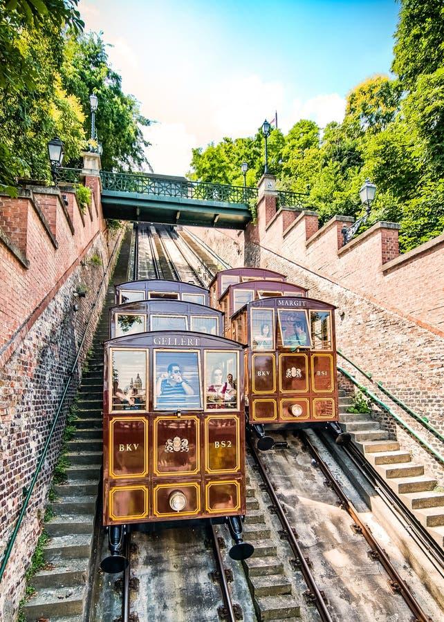 布达佩斯,匈牙利- 2010年6月30日 老缆索铁路对布达城堡 免版税图库摄影