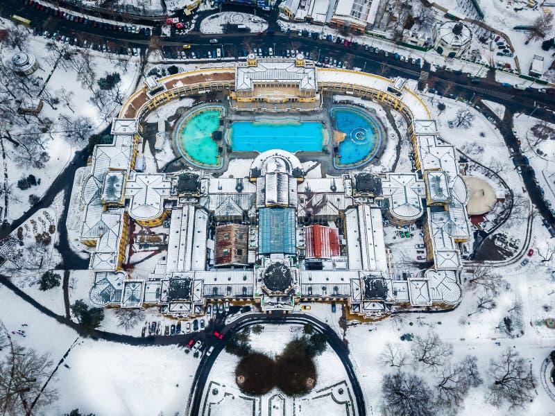 布达佩斯,匈牙利-著名Szechenyi热量浴的鸟瞰图从上面 免版税库存照片