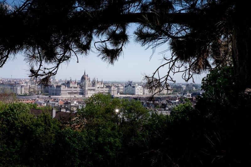 布达佩斯,匈牙利-观点的从罗斯小山的虫到Buda 免版税库存图片