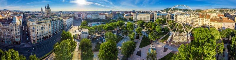 布达佩斯,匈牙利- Elisabeth广场在日出的Erzsebet ter空中全景  库存照片