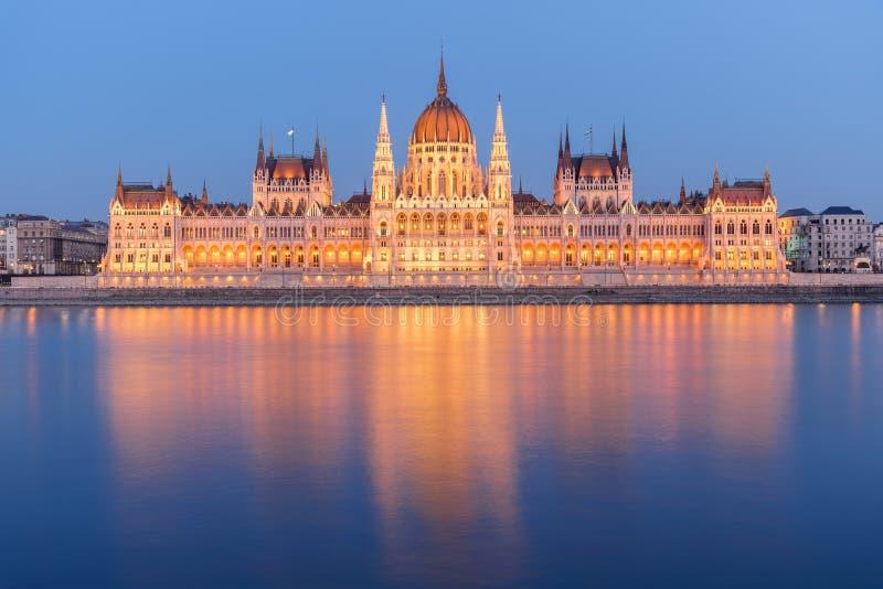 布达佩斯,在日落,匈牙利以后的魁北克省议会大厦 库存照片