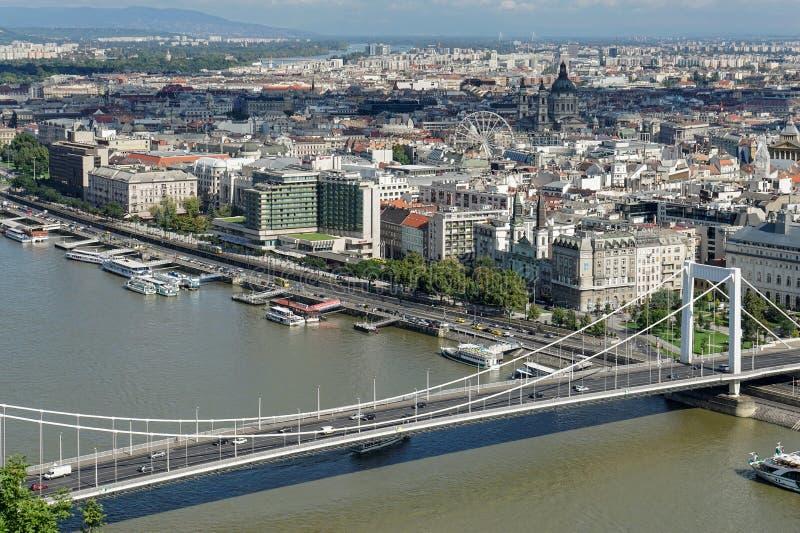 布达佩斯, HUNGARY/EUROPE - 9月21日:河Danu的看法 免版税库存照片