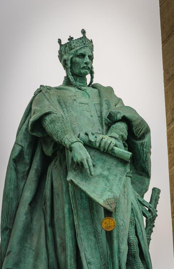布达佩斯, HUNGARY-NOVEMBER :安德拉什II安德鲁国王雕象II英雄正方形的匈牙利 免版税库存图片