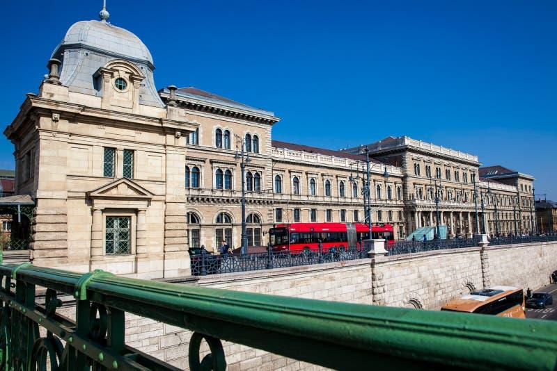布达佩斯Corvinus大学的大厦的门面  免版税库存图片