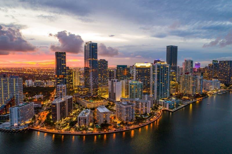 布里克尔空中寄生虫照片海湾迈阿密佛罗里达微明的 库存照片