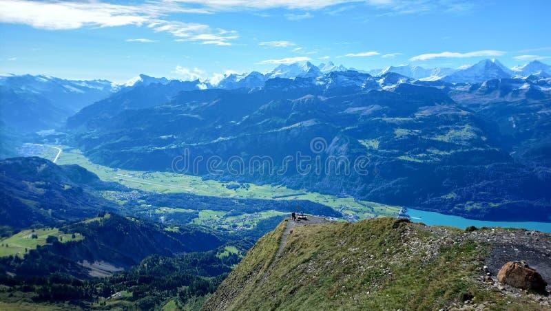 布里恩茨全景和山脉在一美好的天,瑞士惊人的看法  免版税库存图片