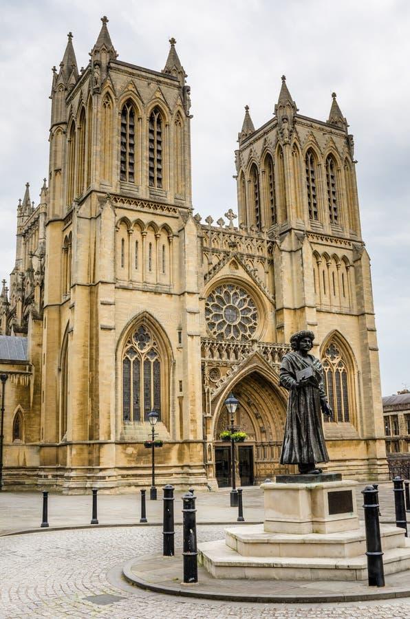 布里斯托尔大教堂外部在一多云天 图库摄影