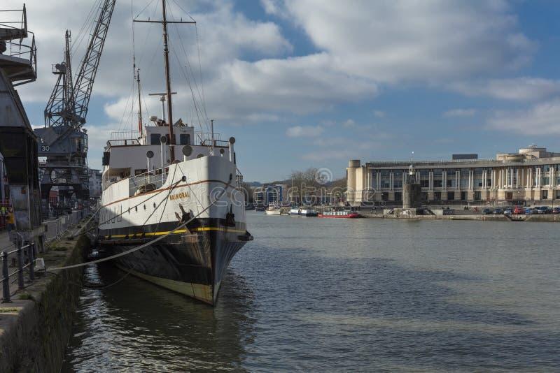 布里斯托尔,英国,2019年2月23日,MV在M的斜纹呢衬船流洒了博物馆在Wapping码头 库存照片
