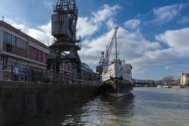 布里斯托尔,英国,2019年2月23日,MV在M的斜纹呢衬船流洒了博物馆在Wapping码头 免版税库存照片