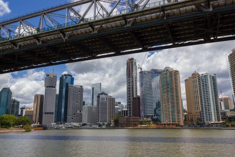 布里斯班市和布里斯班河下午视图,在与云彩的一好日子,布里斯班,昆士兰,澳大利亚 图库摄影