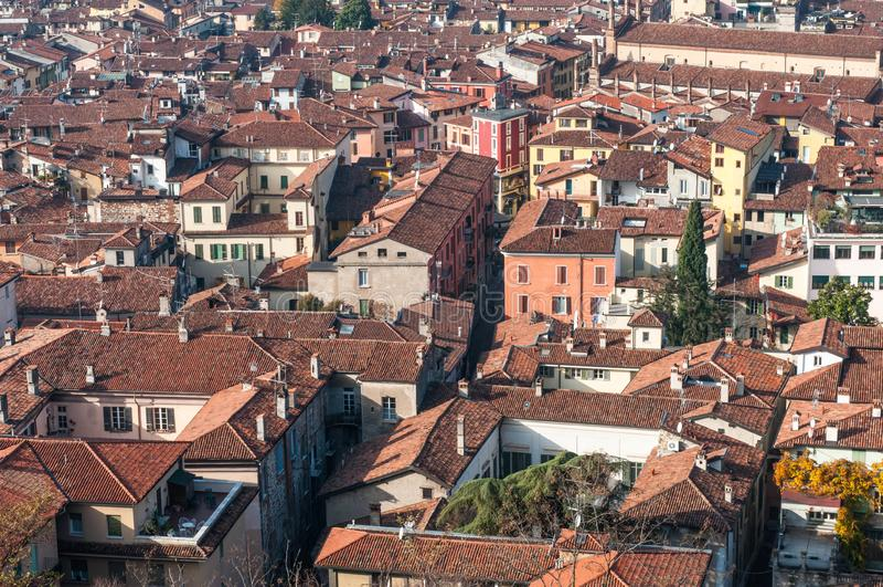 布雷西亚市Aereal视图从城堡的 库存照片