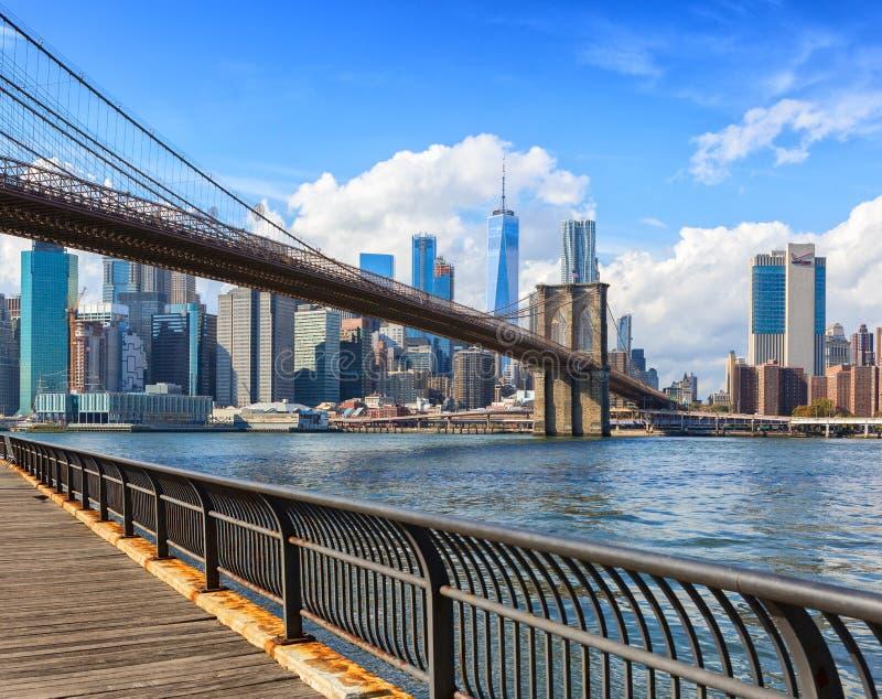 布鲁克林大桥和更低的曼哈顿在背景中在dayÂtime,纽约,美国 免版税库存照片
