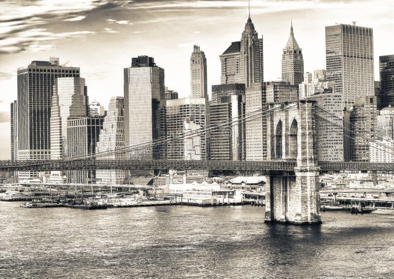 布鲁克林大桥和纽约曼哈顿地平线 库存照片