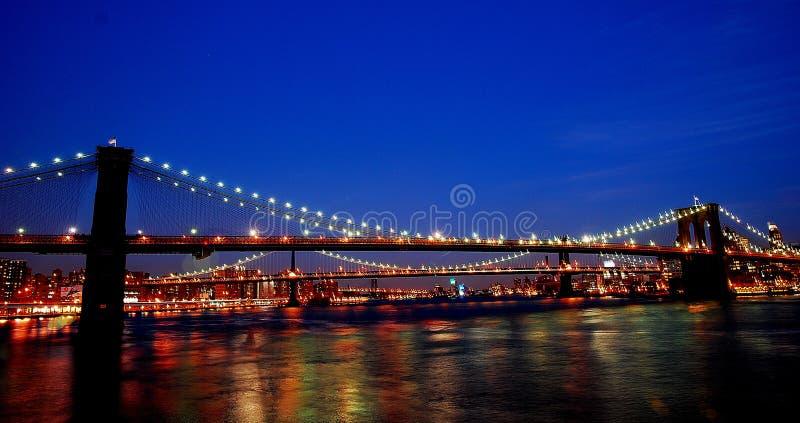 布鲁克林大桥在晚上纽约 图库摄影